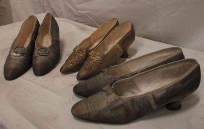 Trois paires de souliers entièrement rebrodés...