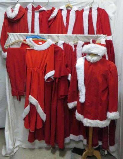 Onze costumes de Père Noël, dont un amér...