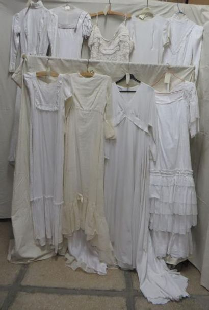 Neuf robes blanches pour femme dont robes...