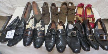 Neuf paires de souliers pour homme, style...