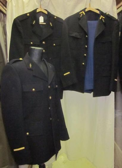 Fort lot comprenant des vestes et pantalons...