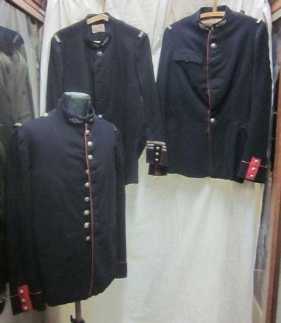 Lot comprenant des vestes de gendarme, style...