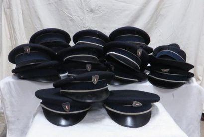 Une vingtaine de casquettes en feutre pour...