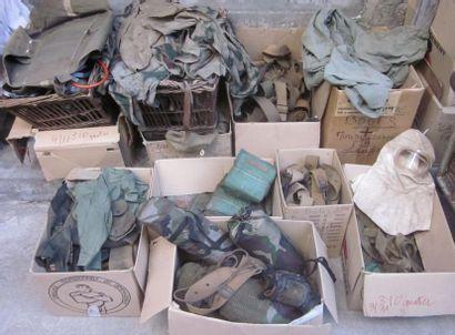 Fort lot d'équipement en toile, dont brelages,...