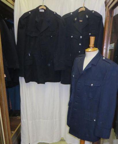 Fort lot comprenant des vestes ou pantalons...