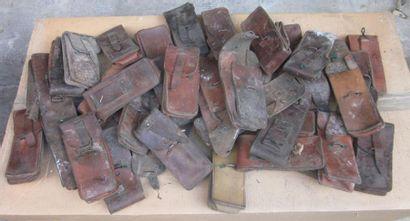 Fort lot de cartouchières en cuir fauve....