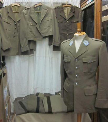 Une quarantaine de pièces dont des uniformes...