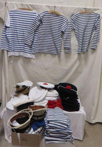 Lot de casquettes et bâchis de la Marine....