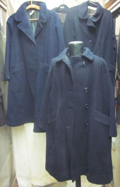 Lot de capotes bleues en lainage de gendarme....