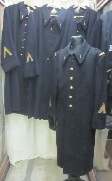 Lot de capotes de garde républicain ou gendarme....