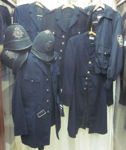 Lot de vestes et képis des Polices Anglaises...