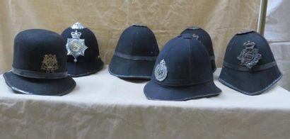 Six képis de policier anglais.