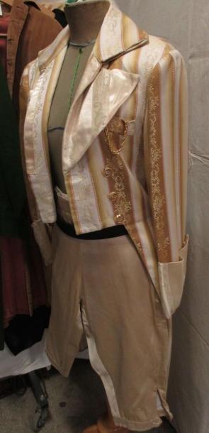 Une douzaine d'habits en partie complets pour homme, style début XIXe - Empire,...