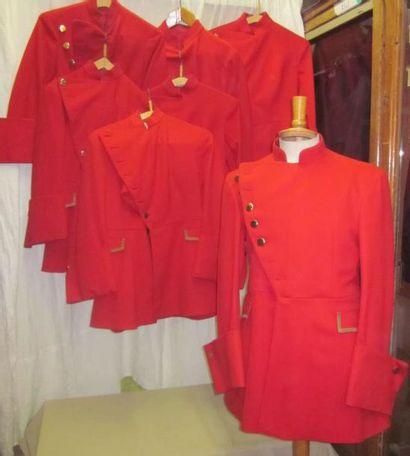 Ensemble de sept vestes rouges en lainage,...