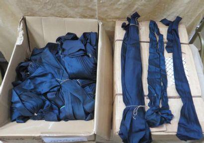 Fort lot de cravates bleues marine en soie...