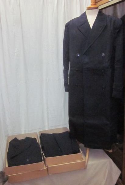 Cinq manteaux de pluie d'officiers franç...