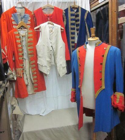 Une vingtaine de vestes, gilets ou culottes...