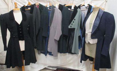 Huit habits en partie complets et cinq pantalons...