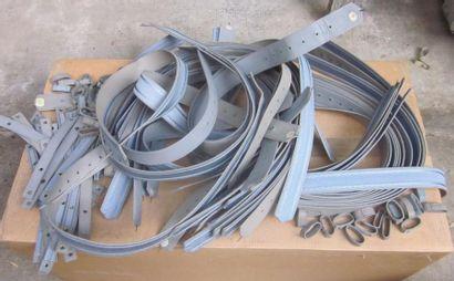 Lot de ceinturons bleus et gris en cuir...