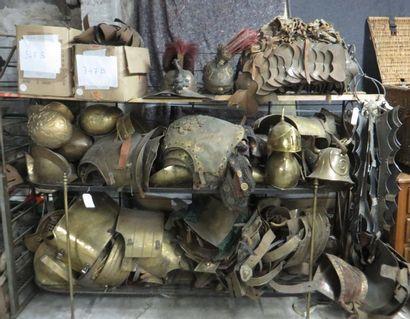 Important lot d'éléments d'armure divers...
