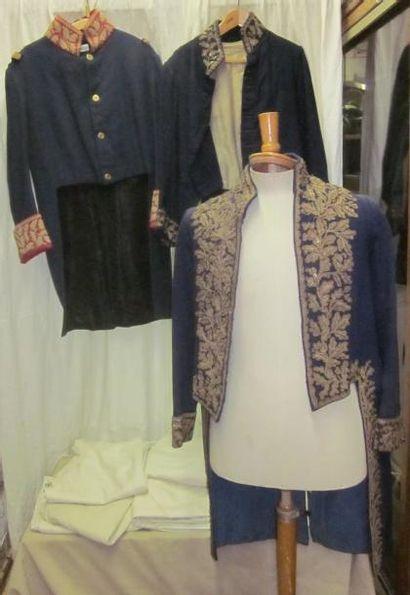 Lot de vestes et culottes, style Empire....