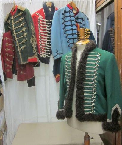 Un lot de vestes de hussard, dolman et pelisse....