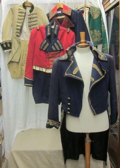 Lot de vestes, culottes, gilets et manteaux...