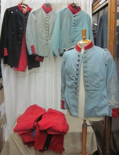 Une quarantaine de vestes, culottes ou...