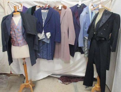 Huit habits en partie complet et quatre pantalons...