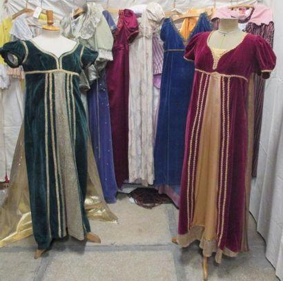 Treize robes pour femme, style Directoire...