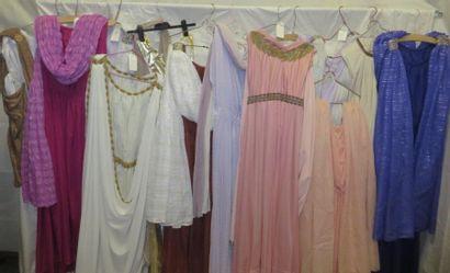 Une douzaine de robes pour femme, style Antique,...