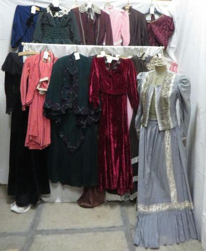 Seize robes pour femme, style fin XIXe -...