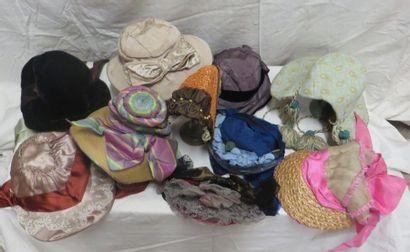Dix chapeaux pour femme, style XIXe. Matières:...