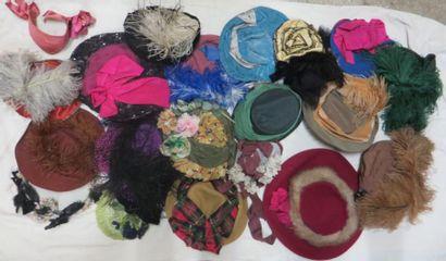 Une vingtaine de chapeaux pour femme, style...
