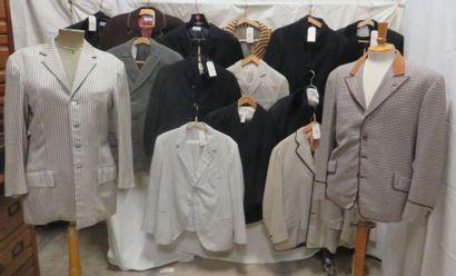 Environ dix-sept vestes ou costumes pour...