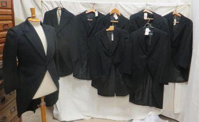 Huit vestes d'habit pour homme, style début...