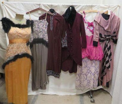 Six robes ou ensembles pour femme, style...