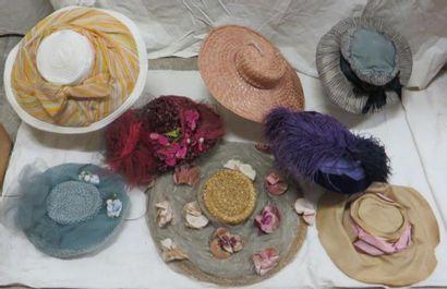 Huit capelines pour femmes, style début XXe....
