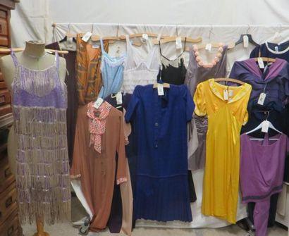 Seize robes pour femme, style XXe - Années...
