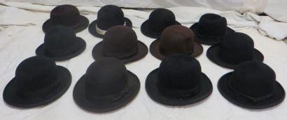 Douze feutres marron et noirs pour homme,...