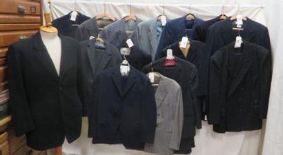 Dix vestes ou costumes pour homme, style...