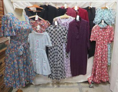 Quatorze robes pour femme, style XXe - Années...