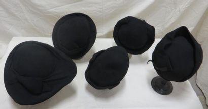 Cinq chapeaux noirs pour femme, style XXe...