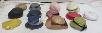 Treize chapeaux pour femme, style XXe - Années...