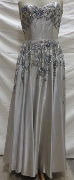 Robe de soirée à bustier pour femme, style XXe - Années 50. Matières: perles, satin...