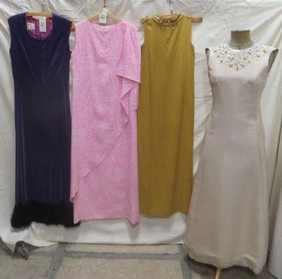 Quatre robes de soirée pour femme, style...