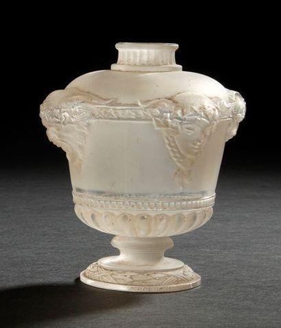 RENE LALIQUE (1860-1945) Bouquet de faunes, grand modèle, dit aussi Vasque Louis...