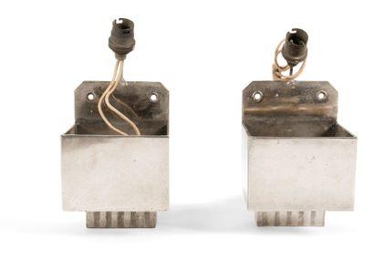 TRAVAIL MODERNISTE Paire d'appliques en métal...