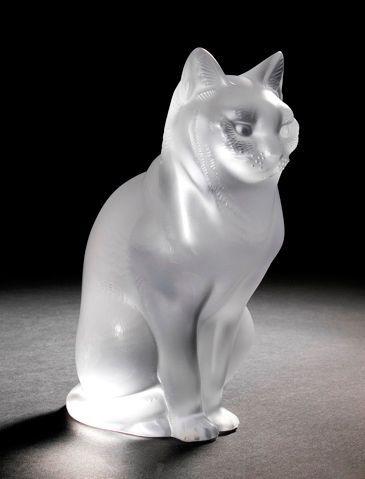 Maison LALIQUE d'après un modèle de René LALIQUE (1860-1945) Chat assis, modèle créé...