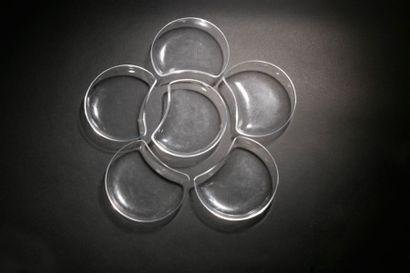 Maison LALIQUE Antibes, modèle créé en 1946 Suite de six assiettes à salade en cristal....